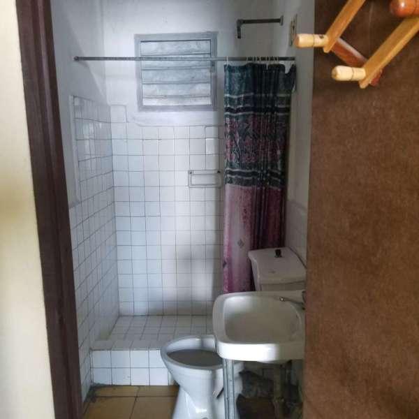 Casa de 3 cuartos y 1 baño por $ 15.000: