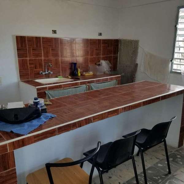 Casa de 1 cuarto y 1 baño por $ 10.000