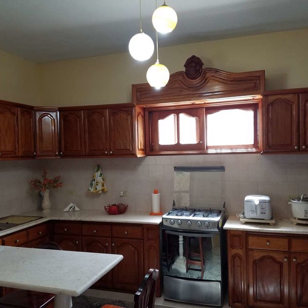 Casa de 3 cuartos y 2 baños por $ 170.000