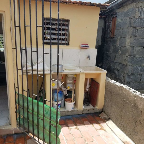 Casa de 4 cuartos y 3 baños por $ 25.000