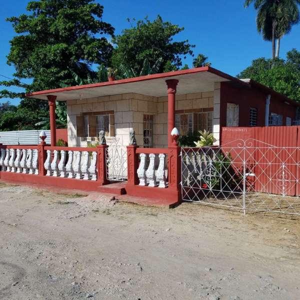 Casa de 3 cuartos, 1 baño y 1 garaje por $ 40.000