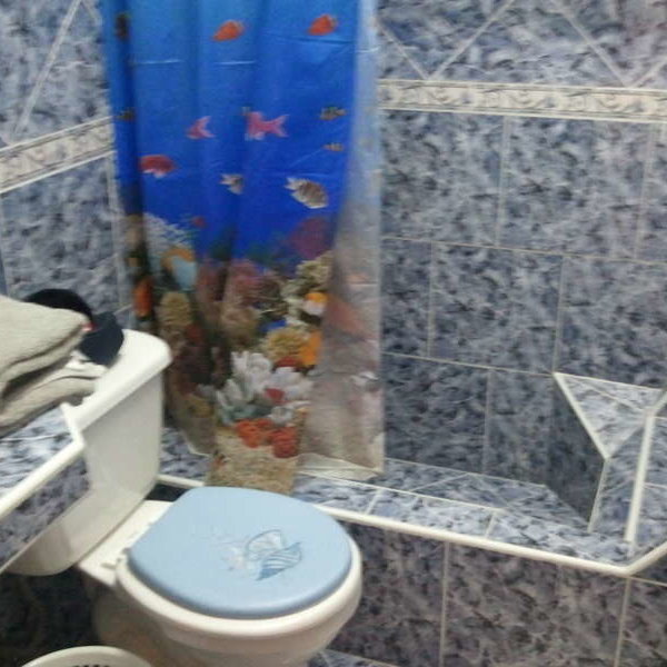 Casa de 3 cuartos y 2 baños por $ 70.000