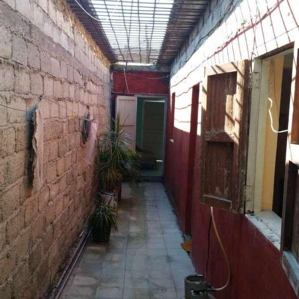 Casa de 2 cuartos y 1 baño por $ 18.000: Pasillo lateral
