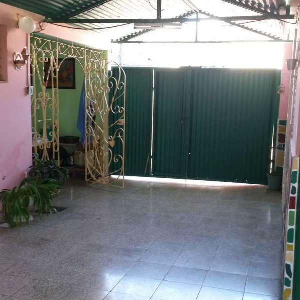 Garage y entrada a terraza