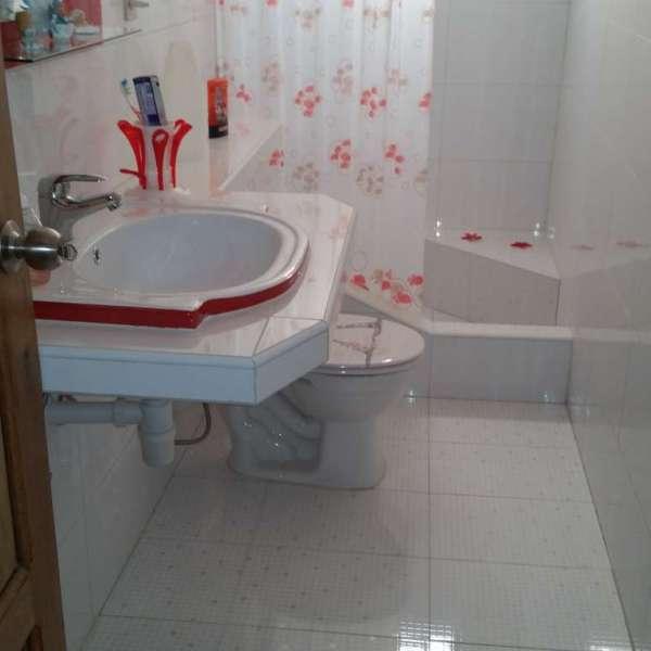 Apartamento de 3 cuartos y 2 baños por $ 60.000: Baño