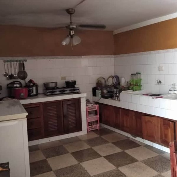 Casa de 2 cuartos, 2 baños y 1 garaje por $ 85.000
