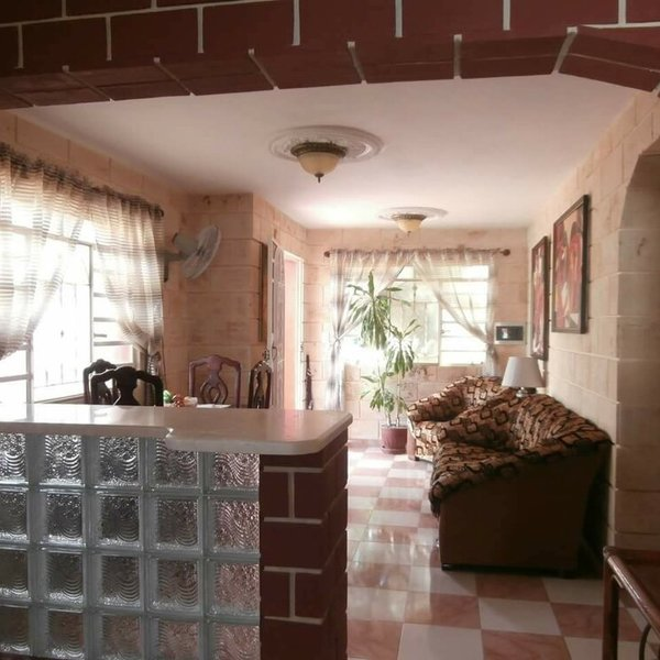 Casa de 5 cuartos, 6 baños y 2 garajes por $ 185.000
