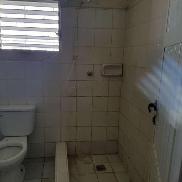 Apartamento de 4 cuartos y 1 baño por $ 25.000