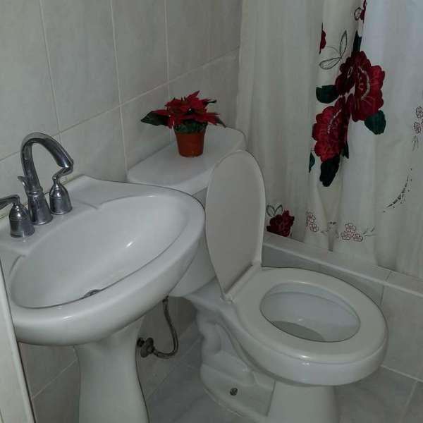 Casa de 3 cuartos y 2 baños por $ 90.000: