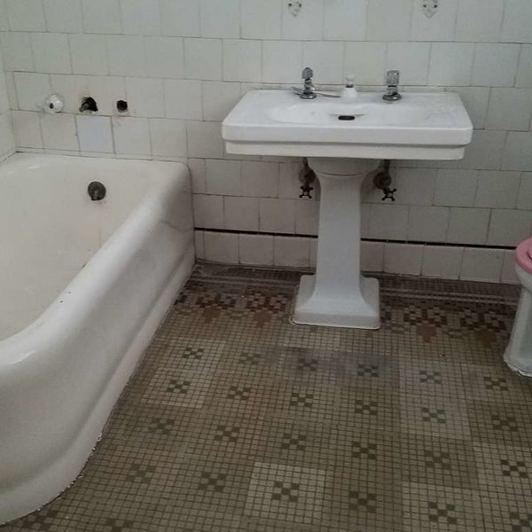 Casa de 5 cuartos, 4 baños y 1 garaje por $ 95.000: