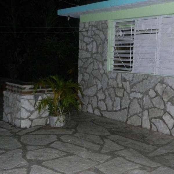 Casa de 3 cuartos, 2 baños y 1 garaje por $ Ajustable