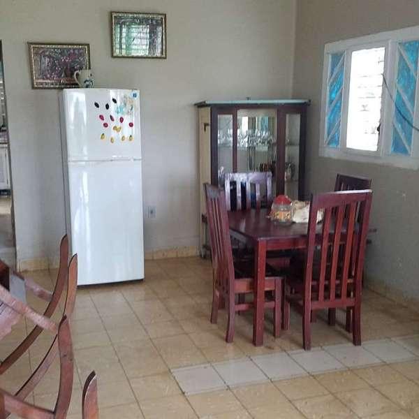 Casa de 3 cuartos y 2 baños por $ 90.000