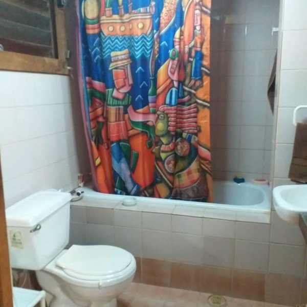 Casa de 5 cuartos y 4 baños por $ Ajustable