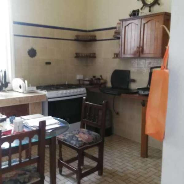 Casa de 6 cuartos y 5 baños por $ 300.000