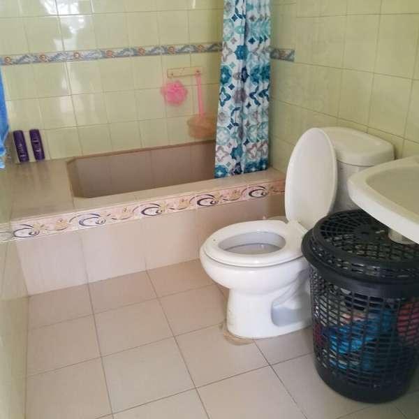 Casa de 3 cuartos y 2 baños por $ 28.000