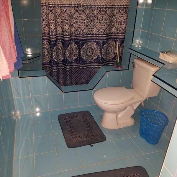 Casa de 3 cuartos, 3 baños y 1 garaje por $ 75.000