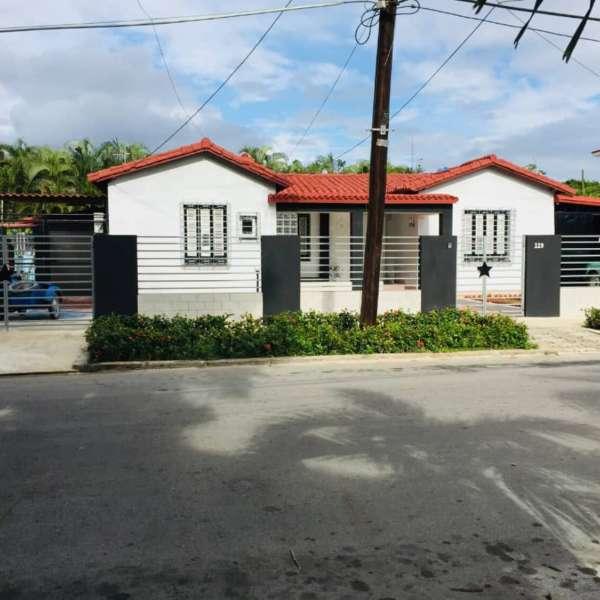Casa de 6 cuartos, 6 baños y 2 garajes por $ 800.000: