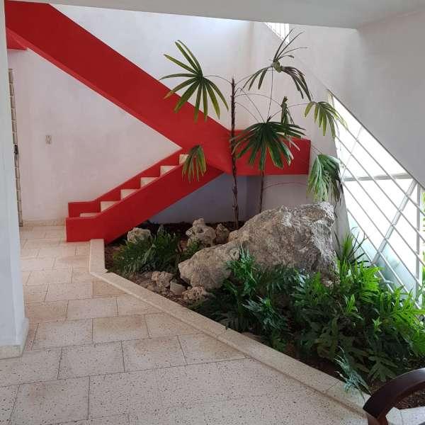 Casa de 5 cuartos, 5 baños y 1 garaje por $ 360.000