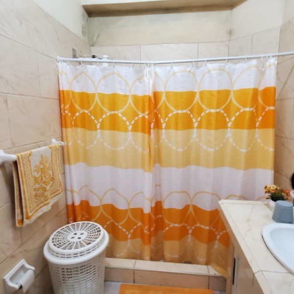 Casa de 4 cuartos y 1 baño por $ 80.000