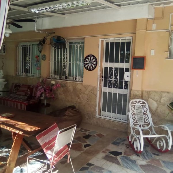 Casa de 3 cuartos, 3 baños y 1 garaje por $ 200.000