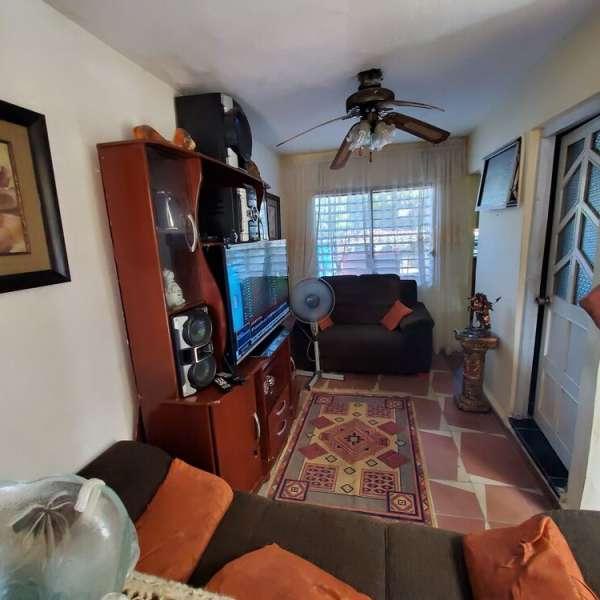 Casa de 3 cuartos y 2 baños por $ 19.000