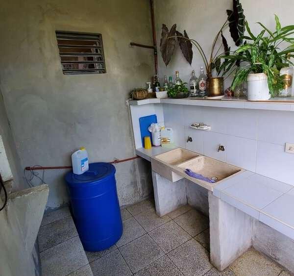 Casa de 3 cuartos y 2 baños por $ 30.000