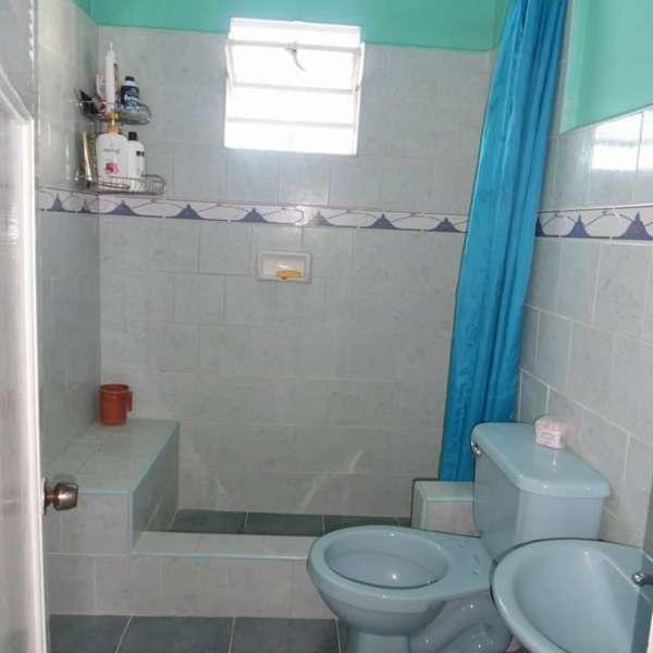 Casa de 3 cuartos y 2 baños por $ 33.000