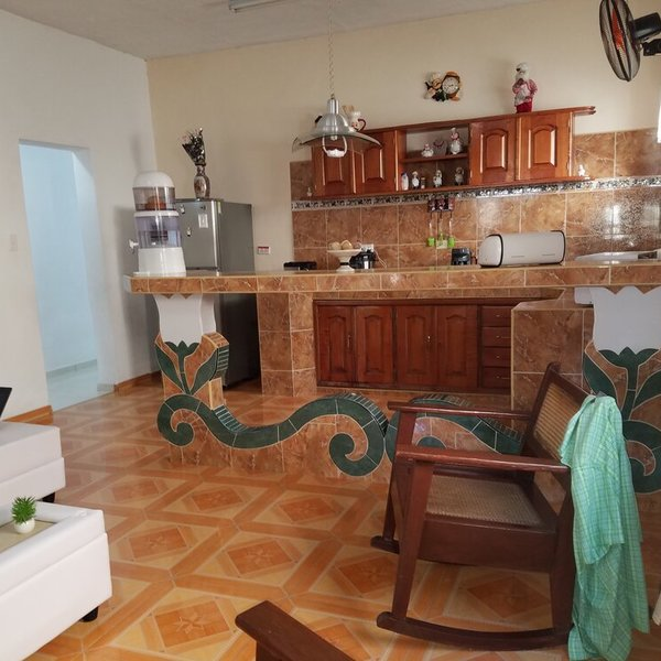 Casa de 3 cuartos y 1 garaje por $ 105.000