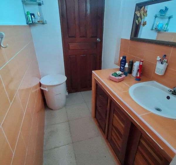 Casa de 2 cuartos y 2 baños por $ 45.000