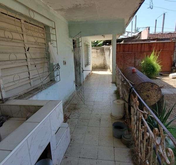 Casa de 6 cuartos, 2 baños y 1 garaje por $ 65.000
