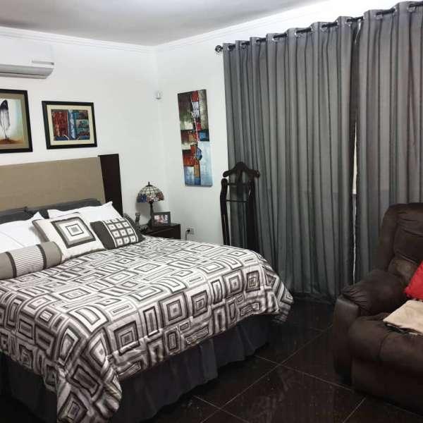 Apartamento de 3 cuartos, 1 baño y 1 garaje por $ 180.000