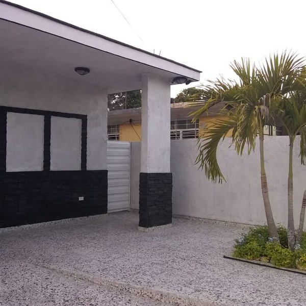 Casa de 3 cuartos, 2 baños y 1 garaje por $ 170.000