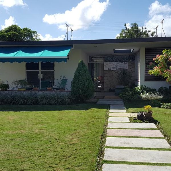 Casa de 6 cuartos, 5 baños y 1 garaje por $ 700.000