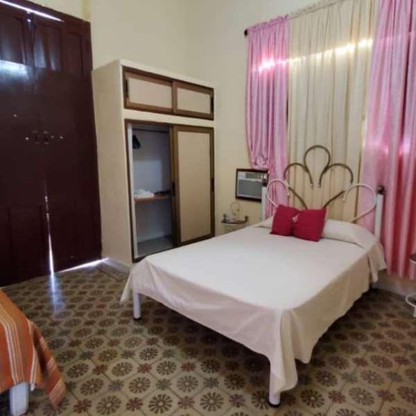 Casa de 6 cuartos y 4 baños por $ 180.000