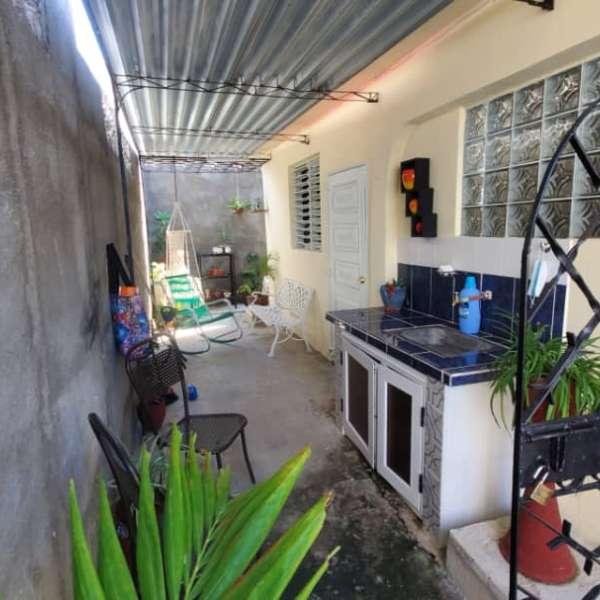 Casa de 3 cuartos y 2 baños por $ 80.000