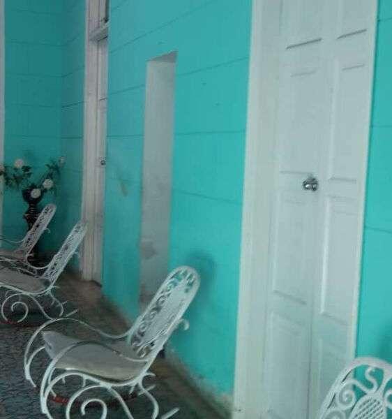Casa de 5 cuartos, 3 baños y 1 garaje por $ 300.000