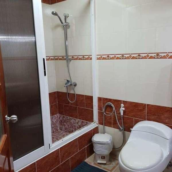 Casa de 5 cuartos, 6 baños y 2 garajes por $ 130.000