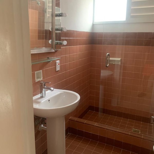 Apartamento de 4 cuartos, 4 baños y 1 garaje por $ 285.000