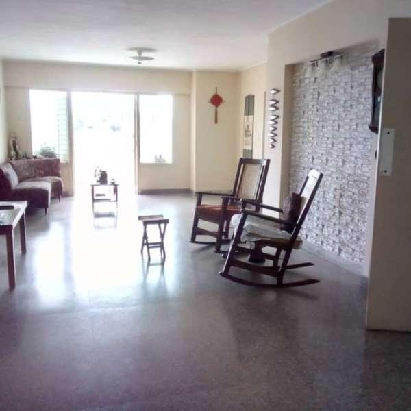 Apartamento de 4 cuartos, 3 baños y 1 garaje por $ 180.000