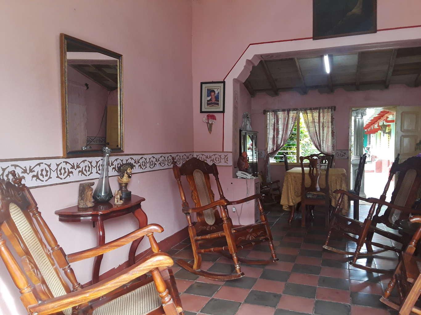 HEC1005: Casa de 8 cuartos y 7 baños por $ 180.000 en Trinidad, Sancti Spiritus