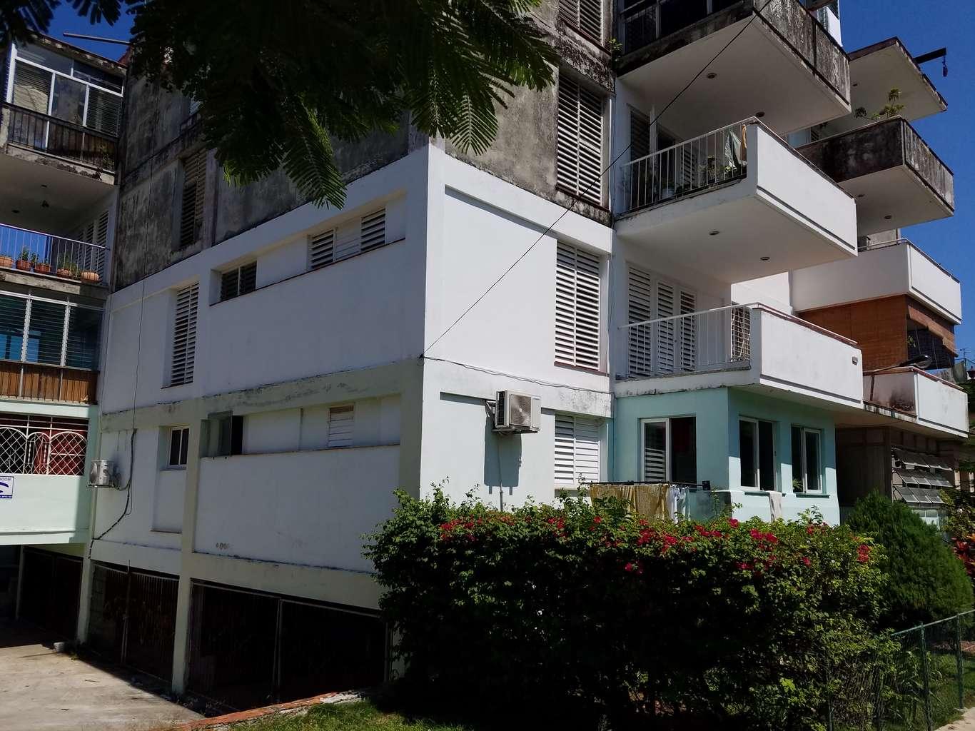 HEC1008: Casa de 2 cuartos, 2 baños y 1 garaje por $ 120.000 en Plaza de la Revolución, La Habana