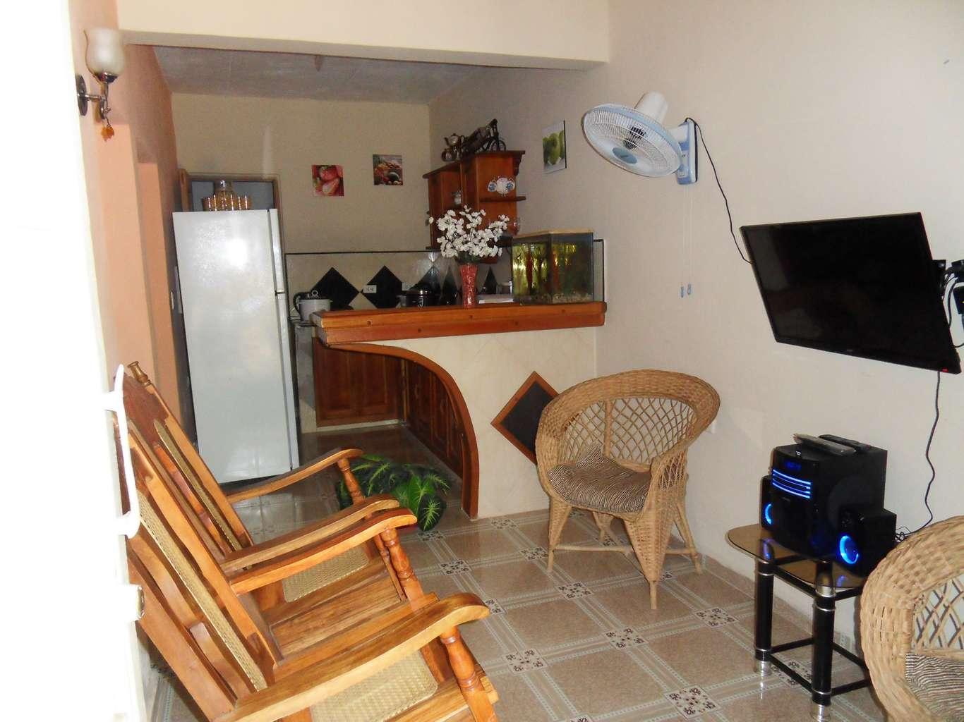 HEC1021: Casa de 5 cuartos, 4 baños y 1 garaje por $ 80.000 en Cienfuegos, Cienfuegos