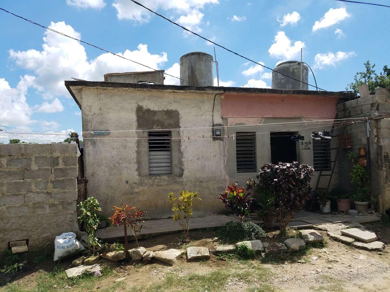 HEC1024: Casa de 2 cuartos y 1 baño por $ 8.000 en Cienfuegos, Cienfuegos