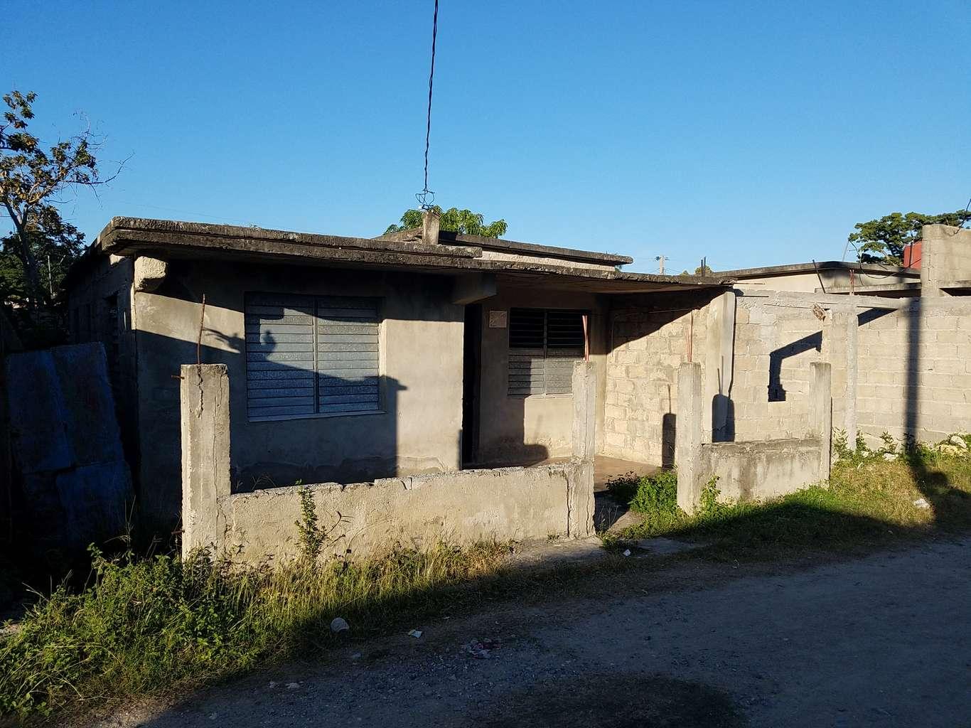 HEC1050: Casa de 4 cuartos, 2 baños y 1 garaje por $ 40.000 en Cienfuegos, Cienfuegos