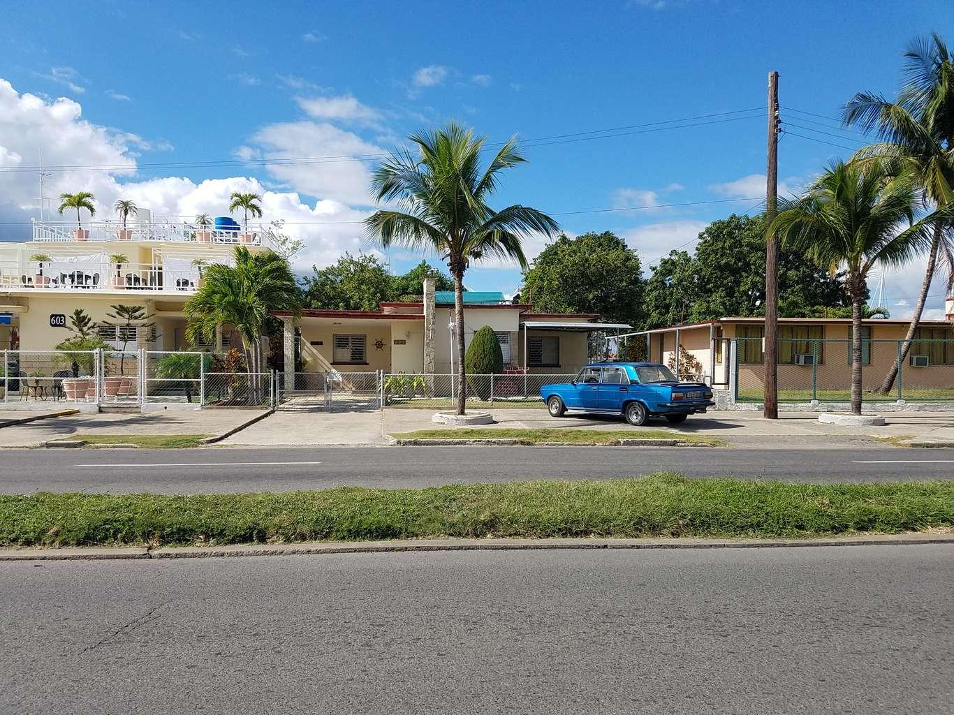 HEC1061: Casa de 5 cuartos, 5 baños y 1 garaje por $ 300.000 en Cienfuegos, Cienfuegos