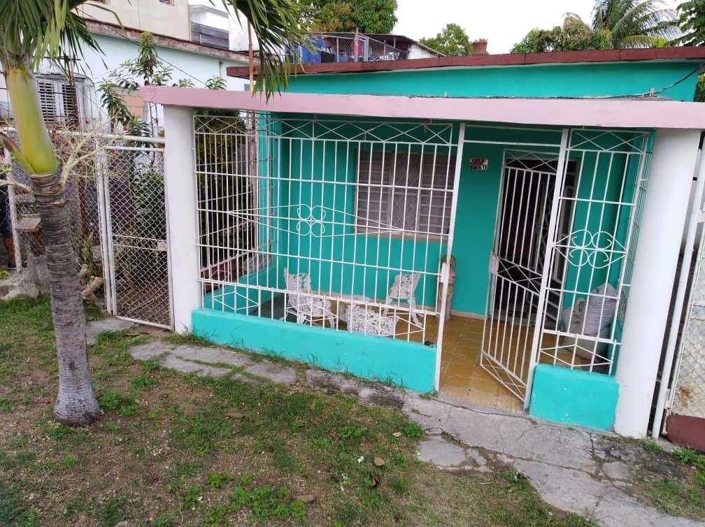 HEC1080: Casa de 2 cuartos, 1 baño y 1 garaje por $ 23.000 en Arroyo Naranjo, La Habana