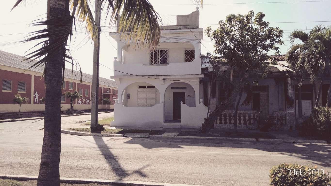 HEC1086: Casa de 3 cuartos y 2 baños por $ 40.000 en Manzanillo, Granma