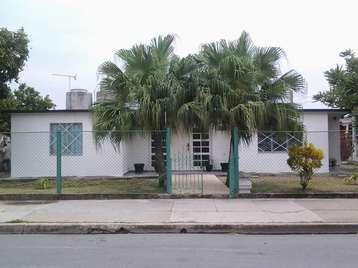Casa en venta en Cienfuegos con  3 cuartos y 2 baños por $100,000