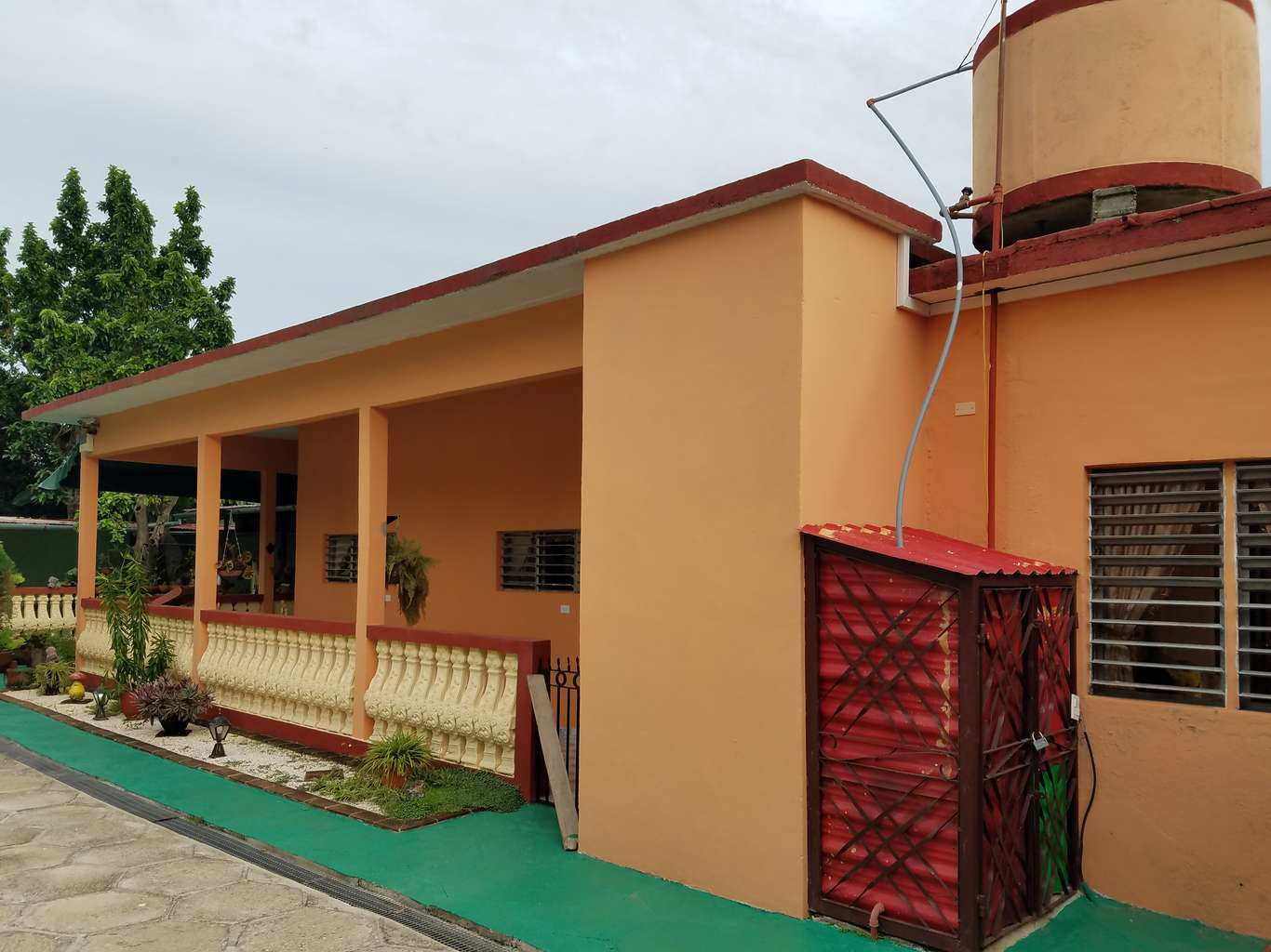 HEC1150: Casa de 3 cuartos, 2 baños y 1 garaje por $ 100.000 en Cienfuegos, Cienfuegos