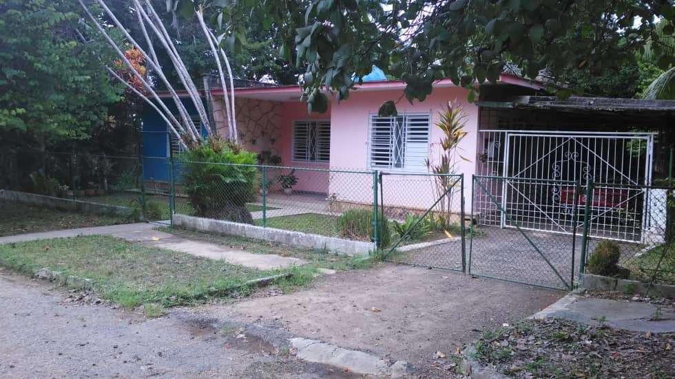 HEC1153: Casa de 3 cuartos, 2 baños y 1 garaje por $ 80.000 en Arroyo Naranjo, La Habana